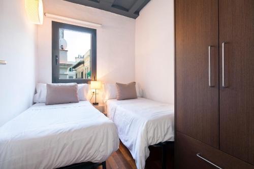 Inside Barcelona Apartments Esparteria photo 2