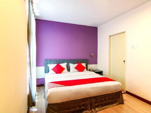 . OYO 43930 Hotel Esplanade