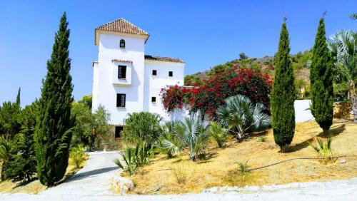 Castle Tower apartment in rural holiday park. - Hotel - Tolox