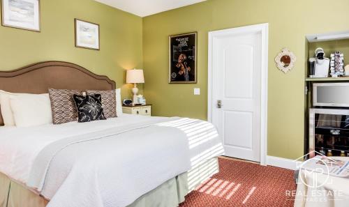 Room 8 - Syrah Room - Superior King Bed