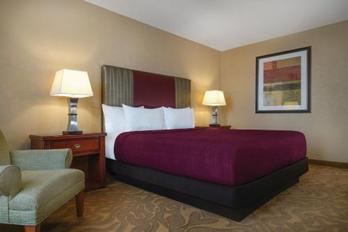 Casino Tower King Room - Two Complimentary Buffets per stay