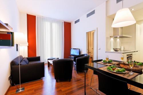 Inside Barcelona Apartments Mercat photo 6