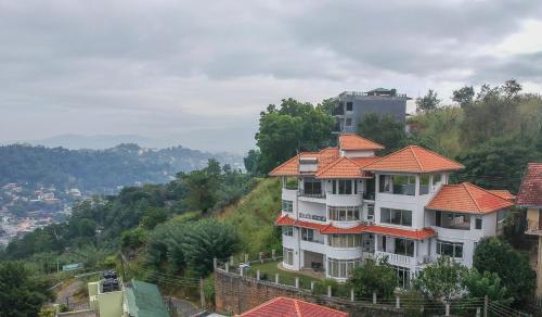 . The Heaven's Villa Kandy