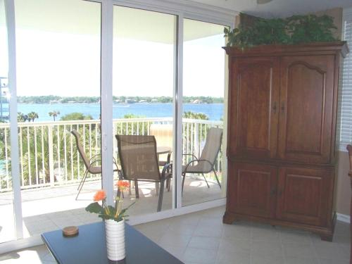 . Destin West Sandpiper Bld 501 Bay side Condo