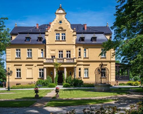 . Pałac Gruszów