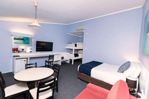 . Bay Hotel Motel