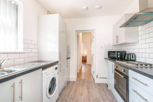 Spacious One Bed Apartment With Parking Close To City Centre