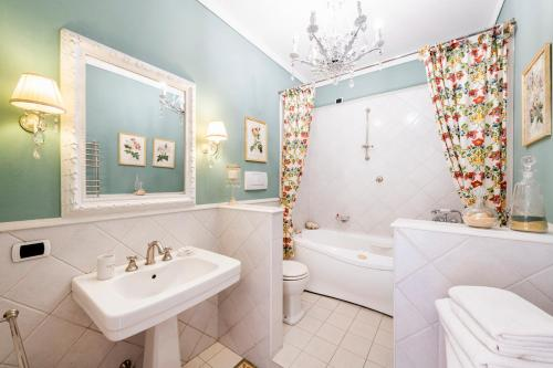 Classic Twin Room with Private External Toilet