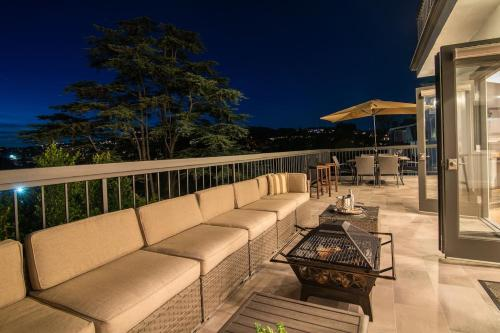 Luxurious East Hollywood Hill Home–Hollywood Views Main image 2