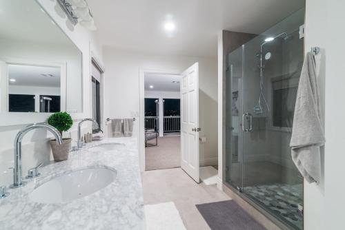 Luxurious East Hollywood Hill Home–Hollywood Views Main image 1