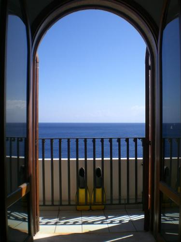 Suite Junior con terraza y vistas al mar (Junior Suite with Terrace and Sea View)