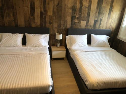 Camrose Le Chateau Hotel - Camrose, AB T4V 2Z1
