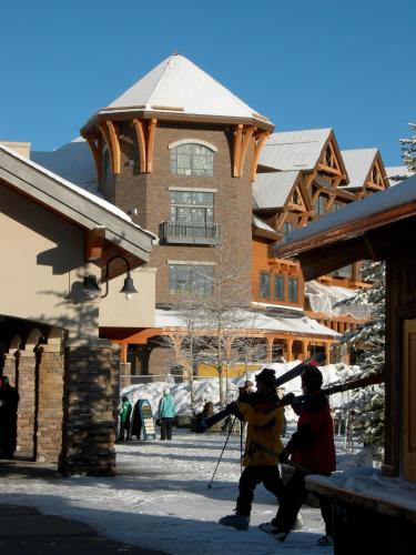 Big Sky Resort Village Center - Accommodation - Big Sky