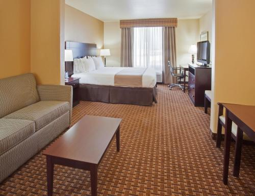 Holiday Inn Express Hotel & Suites Dinuba West - Dinuba, CA CA 93618
