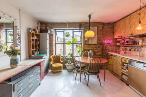 Artists Nest In East London