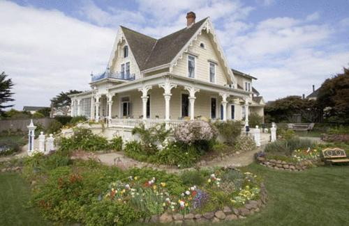 Maccallum House Inn - Bed And Breakfast