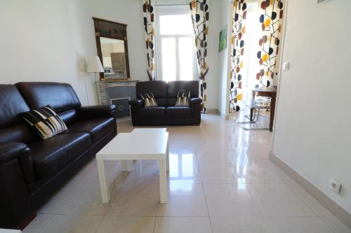 2 bedroom Forville. 8 mins from the Palais. 328