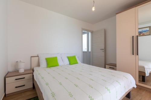 túnel Diversidad Cerdito  A-HOTEL.com - Apartment Nike, Apartment, Mlini, Croatia - price, reviews,  booking, contact
