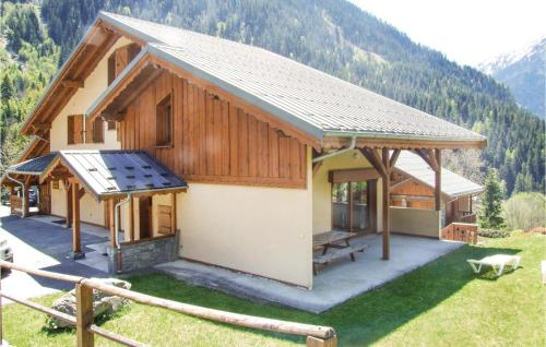 Five-Bedroom Holiday Home in Champagny en Vanoise Champagny en Vanoise