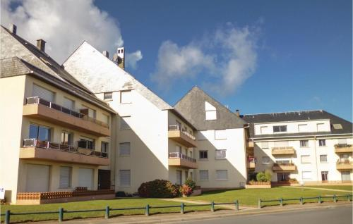 . One-Bedroom Apartment in Grandcamp-Maisy