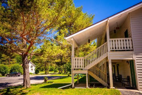 . Parkwood Lodge