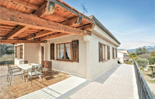 Accommodation in Carros