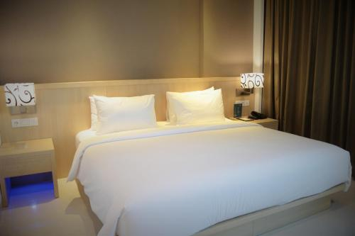 Фото отеля Hotel Santika Gresik