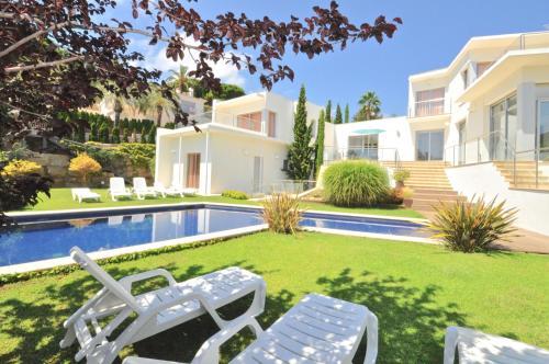 . Villa Extravagance