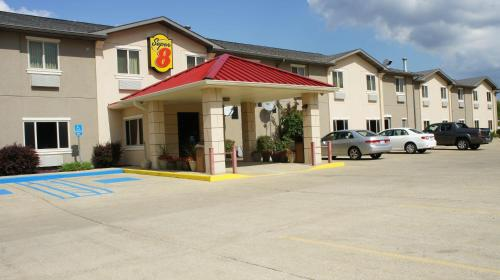 Super 8 By Wyndham Bloomington - Bloomington, IN 47404