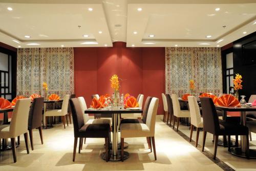 Al Hamra Hotel - Photo 2 of 47
