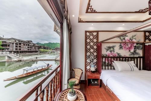 . Easy Stay River View Hotel