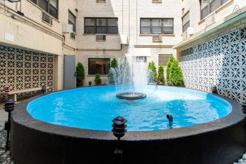 Chic, Spotless & Great Location 1BR in Lakeview A3 Main image 1