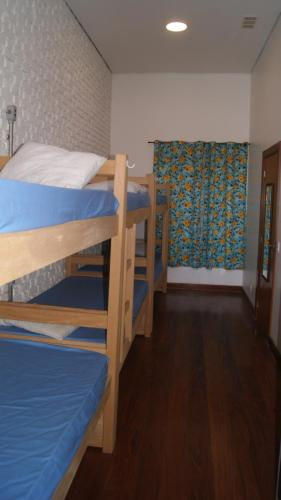 Eenpersoonsbed in Mannenslaapzaal met Gedeelde Badkamer (Single Bed in Male Dormitory Room with Shared Bathroom)