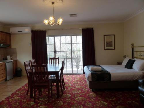 Deluxe Two-Bedroom Family Room