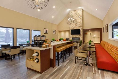 . Hawthorn Suites by Wyndham Detroit Southfield