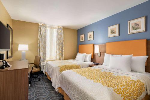 Days Inn by Wyndham Long Island City - image 3