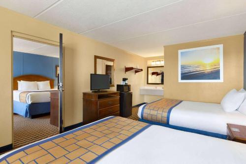 . Days Inn & Suites by Wyndham Fort Bragg/Cross Creek Mall