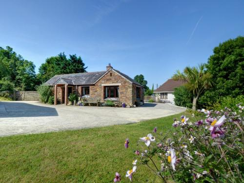 Cozy Cottage In Saint Essey With Terrace, Padstow, Cornwall