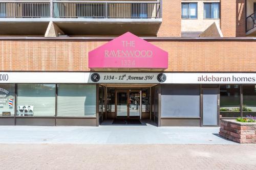 Downtown Calgary Furnished Cozy Apartment - Calgary, AB T3C 3R9