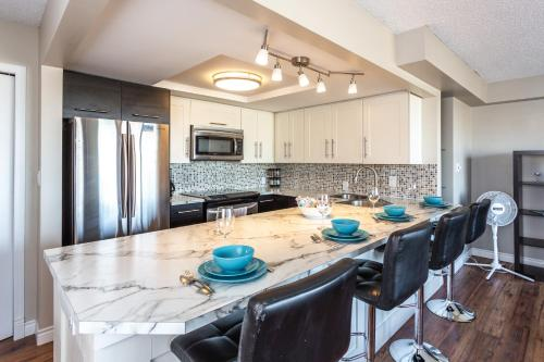 . Downtown Calgary Furnished Cozy Apartment