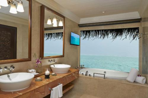 One Bedroom Ocean Suite with Pool with Complimentary Dinner and Transfer