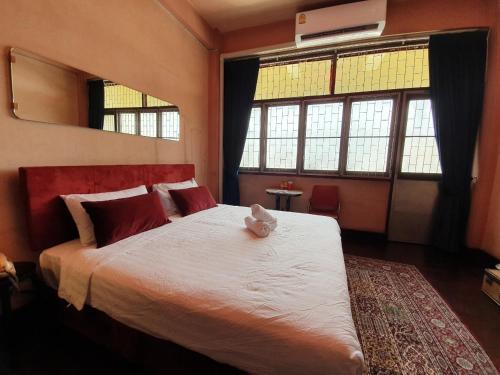 LhongTou Bed - Chinatown LhongTou Bed - Chinatown