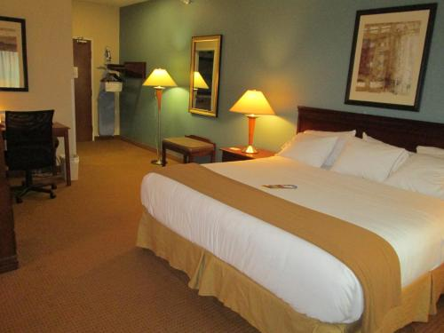 Holiday Inn Express - Newell-Chester WV - Newell, WV 26050