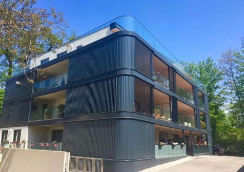 Neubau, gemütlich und modern See und Zentrum nah by Seebnb, Pension in Pörtschach am Wörthersee
