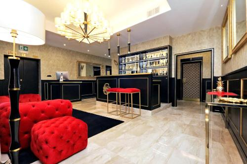 Spanish Diamond Luxury Suites & Jacuzzi
