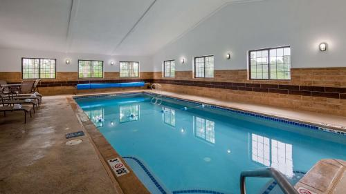 . Best Western Hampshire Inn & Suites