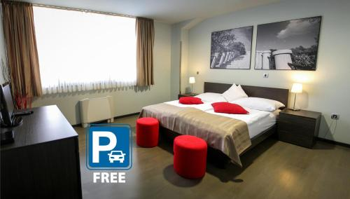. Gloria hotel