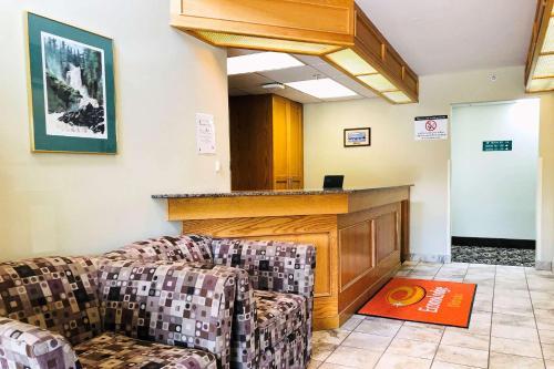 Econo Lodge - Okotoks, AB AB T1S 1M3