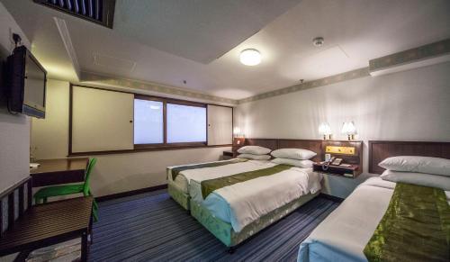Evergreen Hotel photo 39