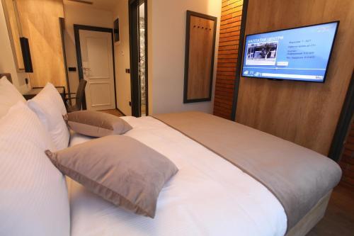 Solun's Riverside Rooms,